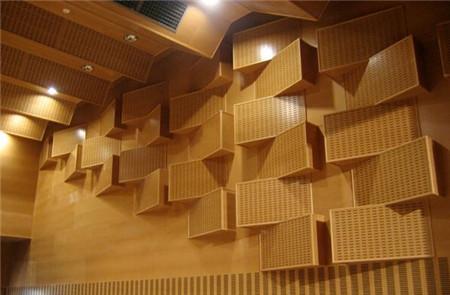 木质吸音板表层天然木皮好还是三聚氰胺好?